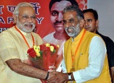 मोदी की लोकप्रियता की जिस लहर पर सवार होकर कृष्णपाल जैसे नेता संसद में पहुंचे, उसी मोदी की बढ़ती अलोकप्रियता भी अब उनकी नाव डुबोने को तैयार हो चुकी है।