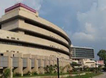 इस अस्पताल की दसवीं मंजिल पर बने 100 बेड के सर्जिकल वार्ड को पूरी तरह से खाली करा लिया गया है।