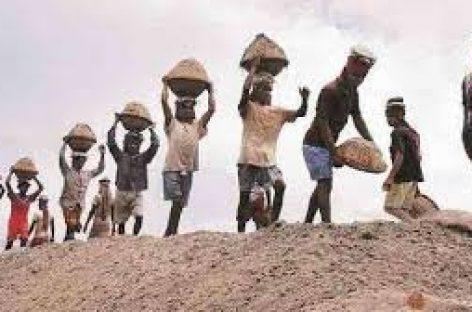 18 घंटे काम करने वाले प्रधानमंत्री नरेन्द्र मोदी की समझदानी में यह बात घुसेड़ी जा रही है कि ईएसआईसी कवर्ड मज़दूरों को कार्पोरेशन फंड से इस संकटकाल में राहत दी जानी चाहिये।
