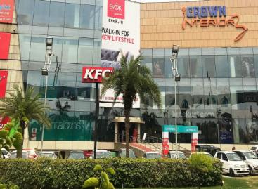 गांधी काफी रसूखदार है। कई आईएएस अफसर जेब में रखने का दावा करने वाले इस बिल्डर की वजह से फरीदाबाद नगर निगम दोनों मॉल्स पर कोई कार्रवाई करने की हिम्मत नहीं जुटा पाता…