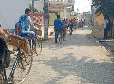 युवकों का साइकिल अभियान  पहुंच रहा है गांव-गांव…
