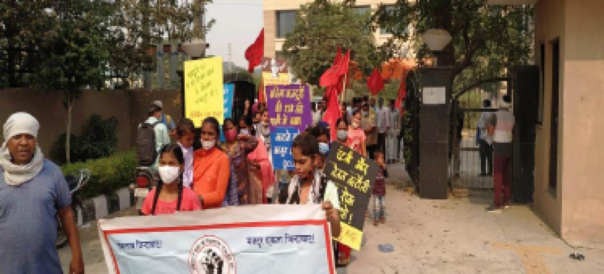 नये श्रम कानून के खिलाफ विरोध प्रदर्शन …अंदाज अपना-अपना
