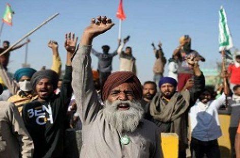 मोदी ने इस हफ्ते अलीगढ़ मुस्लिम विश्वविद्यालय के शताब्दी समारोह को संबोधित करते हुए इस ऐतिहासिक परिसर की विविधता को मिनी इंडिया की संज्ञा देकर सभी को आश्चर्यचकित कर डाला। जबकि, अब तक अनेकों अवसरों पर उनकी पार्टी के विभिन्न स्तरों से इसे मिनी पाकिस्तान कहा जा चुका है…