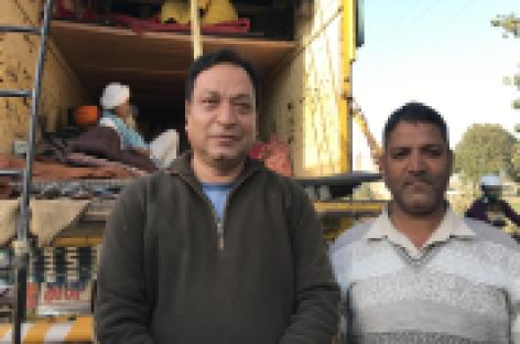 पलवल के मोर्चे पर कश्मीर से आए पांच युवक नजर आए….